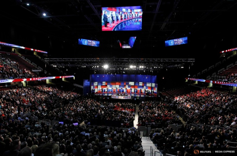 Republican 2016 presidential candidates (L-R), New Jersey Governor Chris Christie, U.S. Senator Marco Rubio, Dr. Ben Carson, Wisconsin Governor Scott Walker, businessman Donald Trump, former Florida Governor Jeb Bush, former Arkansas Governor Mike Huckabee, U.S. Senator Ted Cruz, U.S. Senator Rand Paul and Ohio Governor John Kasich, are shown on a large screen as they debate at the first official Republican presidential candidates debate of the 2016 U.S. presidential campaign in Cleveland, Ohio, August 6, 2015. REUTERS/Aaron Josefczyk